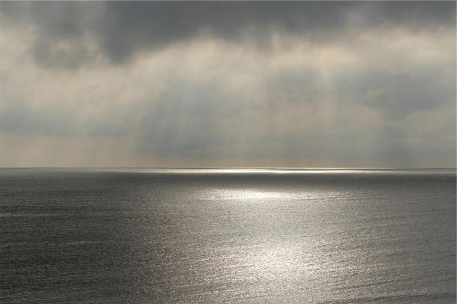 photo la mer, le ciel, les nuages, le soleil et nous LynnePion